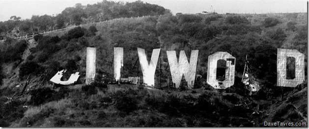 The Hollywood Sign - 1978 - Ken Papaleo, Los Angeles Herald Examiner Collection - 00041558 - DaveTavres.com